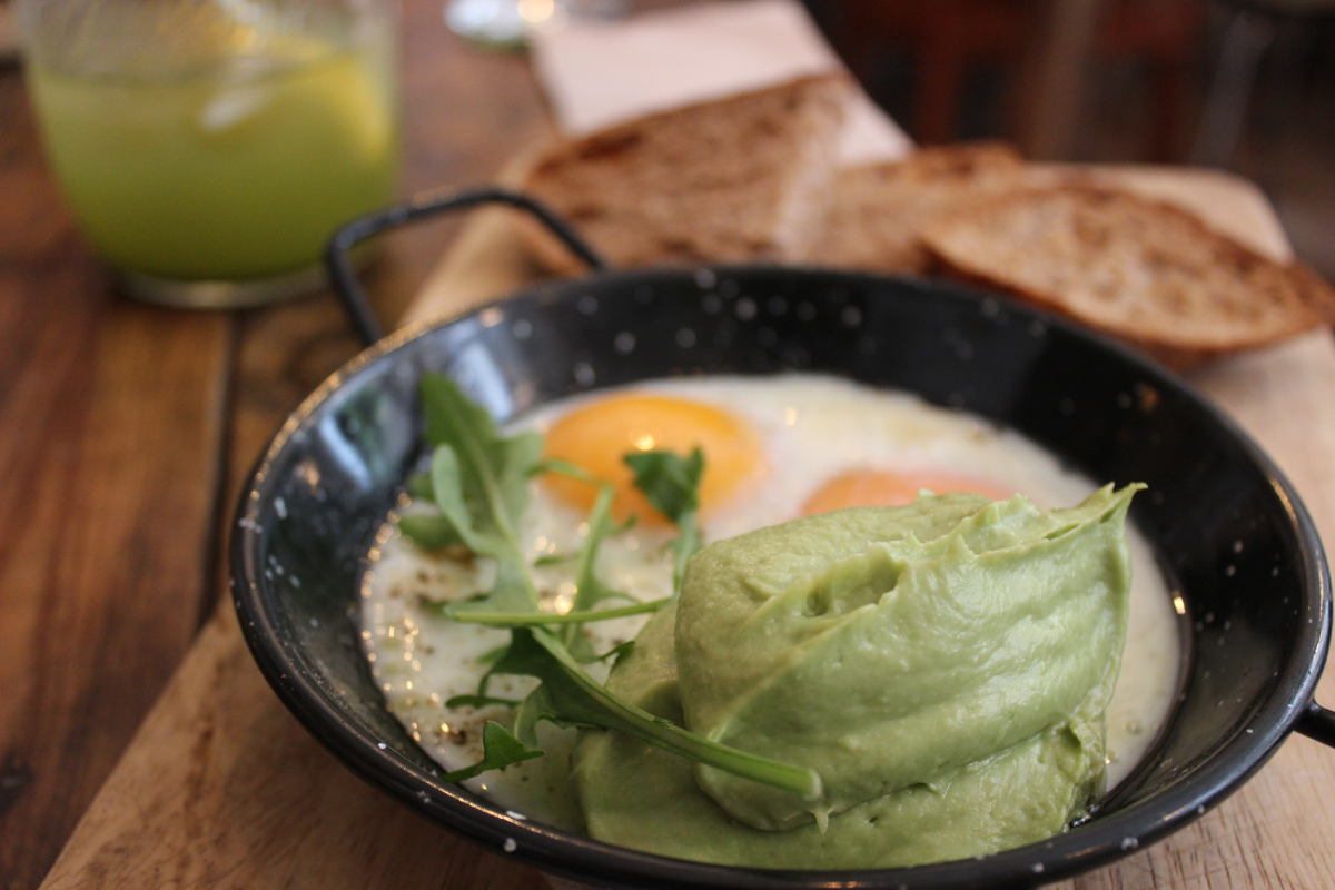FRied Eggs mit Avocado